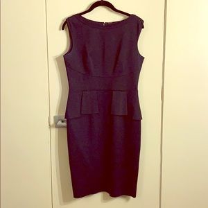 Elie Tahari size 8 Navy sleeveless peplum dress
